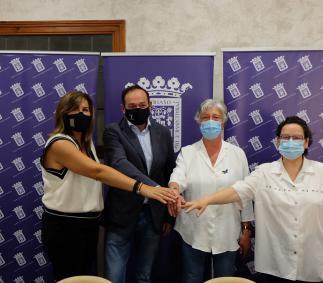 El Ayuntamiento firma convenio con Cáritas