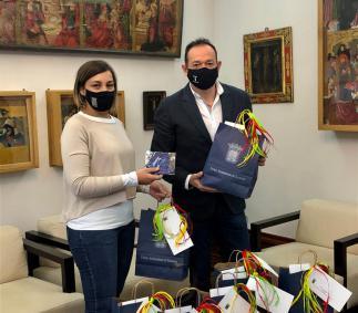 El Ayuntamiento entrega mascarillas a los profesores de los centros de Tarazona