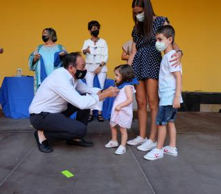 Imposición de pañuelo de fiestas a niños nacidos en el 2019 y 2020 en Tarazona